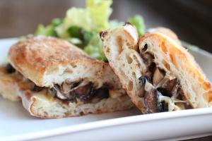 caramelized-mushroom-onion-sandwich