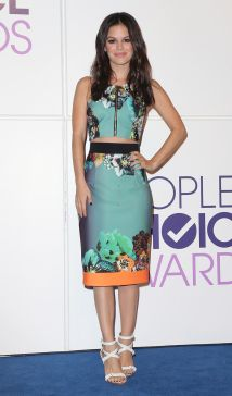 matching-floral-crop-top-and-skirt.jpg