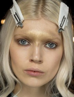 beauty_trend_of_bleaching_eyebrows_emilio_pucci