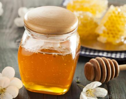 jar-of-honey-with-honeycomb